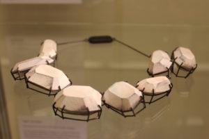Collier von Lilli Veers, Sonderausstellung 2013: anorganisch