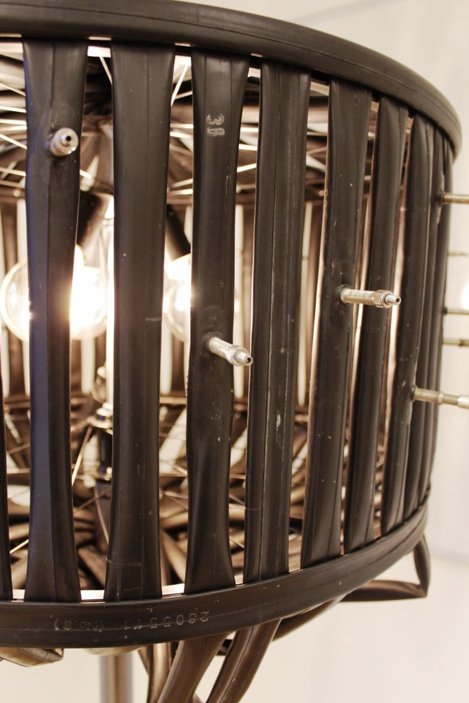 Schlauch-Schirm-Leuchte von Ulrike Cordes, Sonderausstellung 2018 fünfundzwanzig