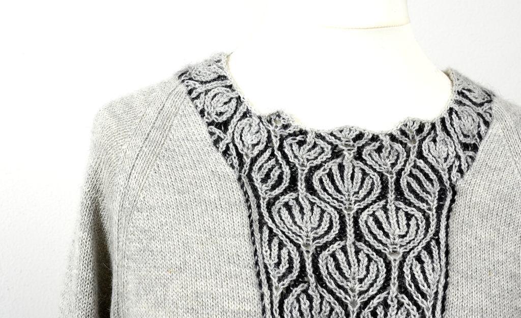 grauer Pullover von Anne Heister
