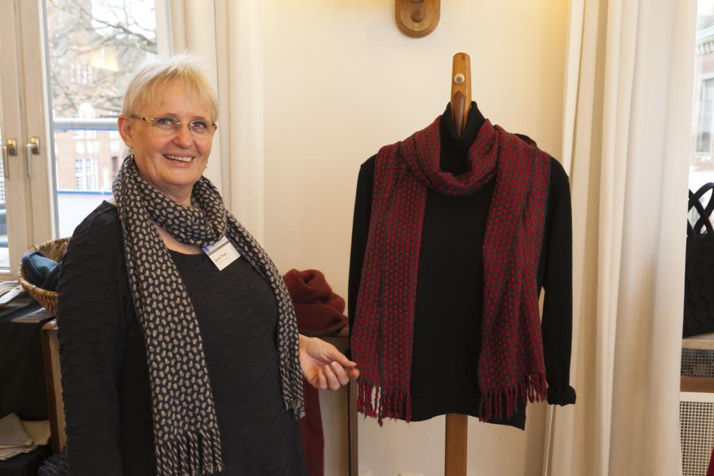 Gerda Thost mit Schal