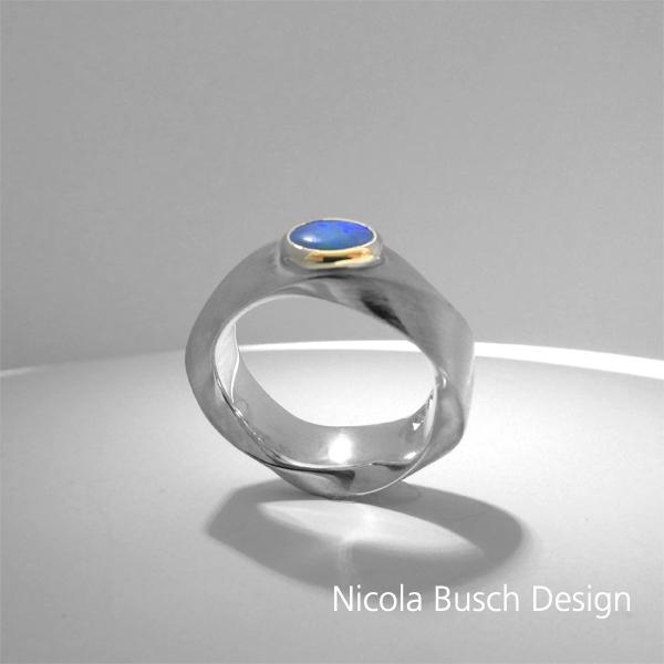 Ring mit einem Opal von Nicola Busch