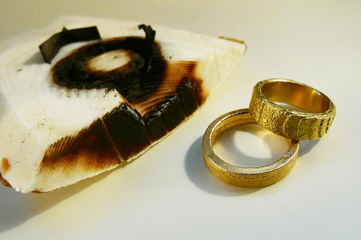 goldene Sepia-Trauringe von Sabine Lang