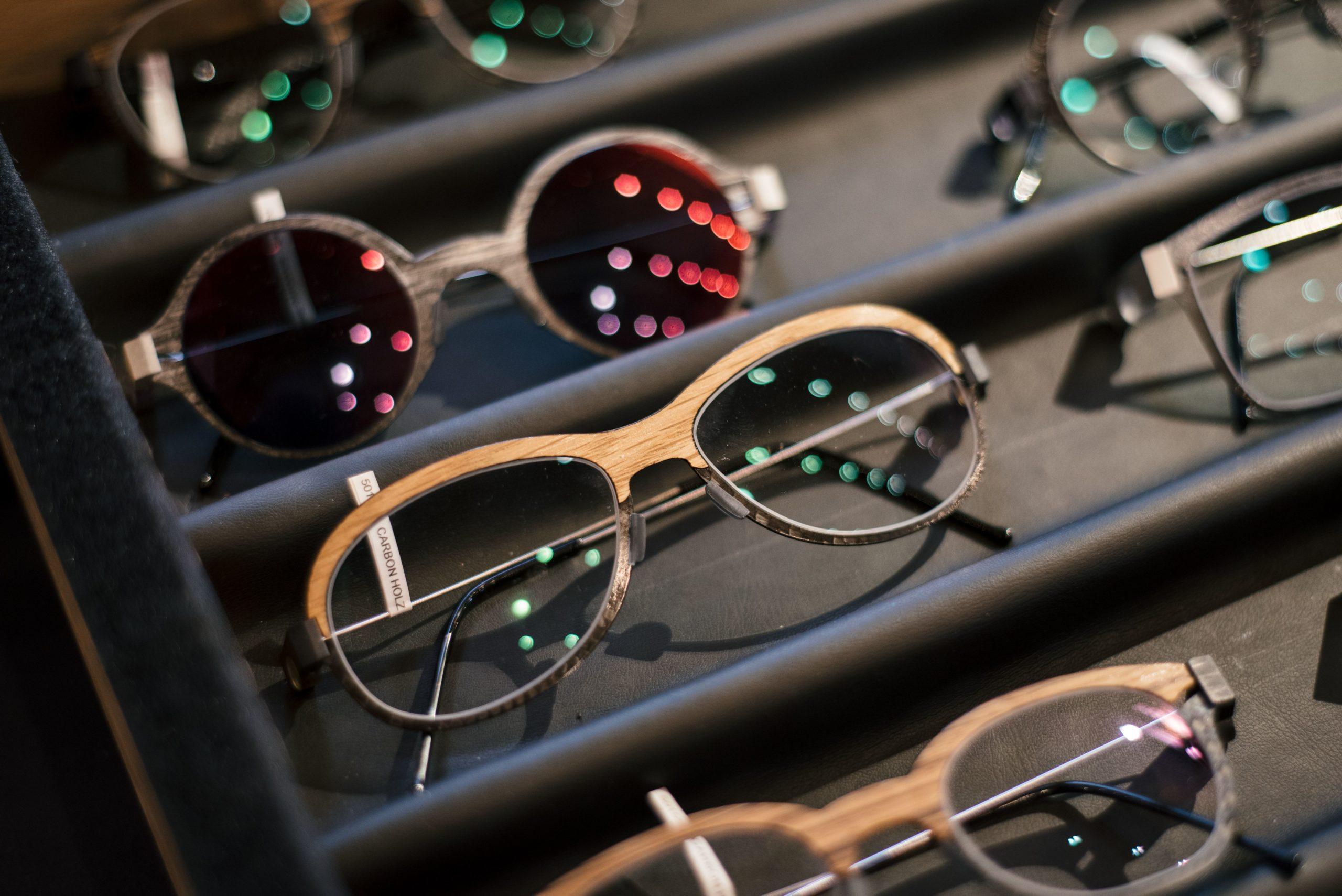 Brillengestell mit Holzfaserung von Peter Resch