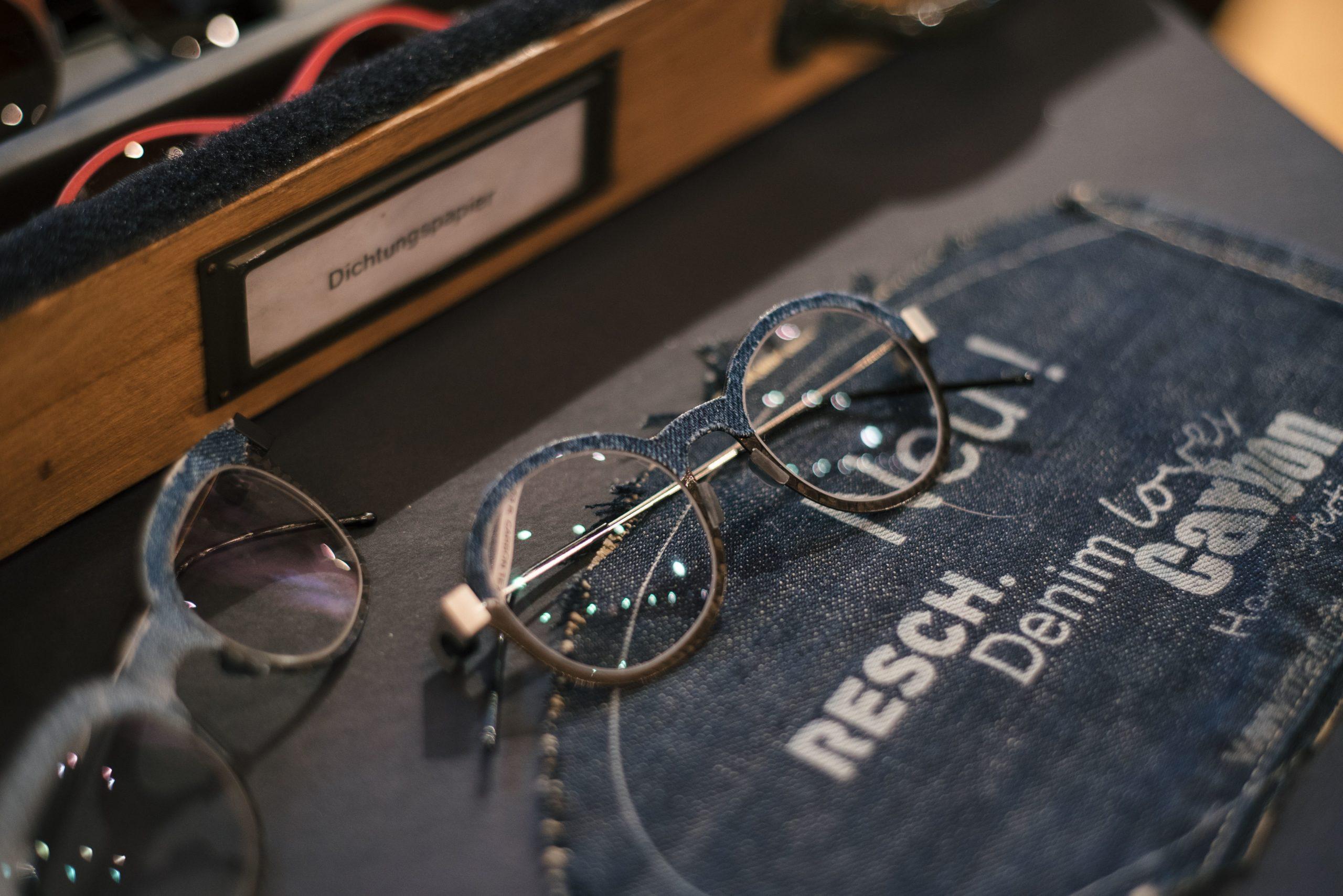 Brille im Denim-Look von Peter Resch